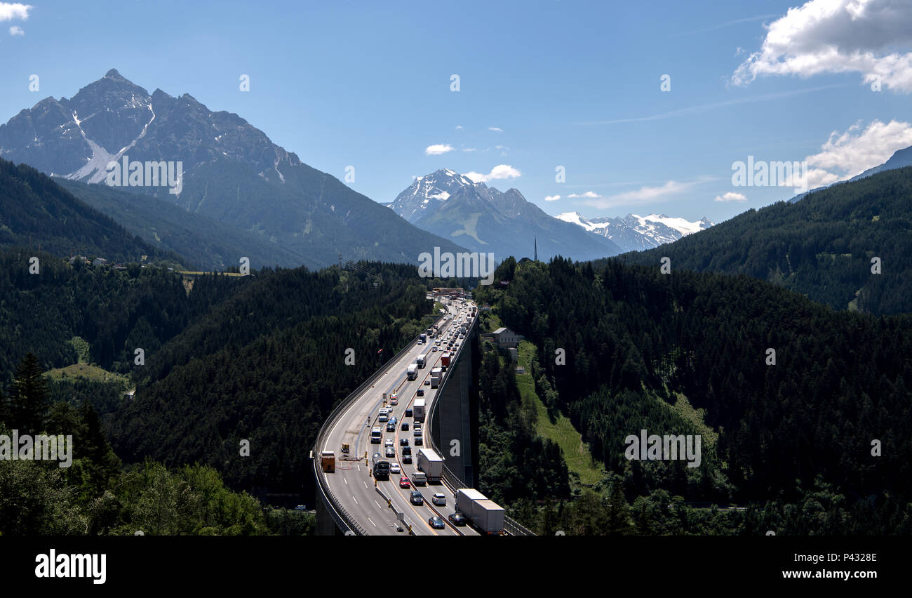 Patsch, Austria. 15th June, 2018. Cars and trucks cross the Europa Bridge on the Brenner mountain pass between Patsch and Schoenberg. Credit: Sven Hoppe/dpa/Alamy Live News - Stock Image