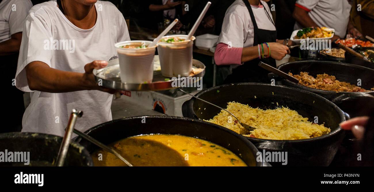 Pratos TApicos Servidos Na Tradicional Feira Da Savassi Rua Pernambuco Belo Horizonte