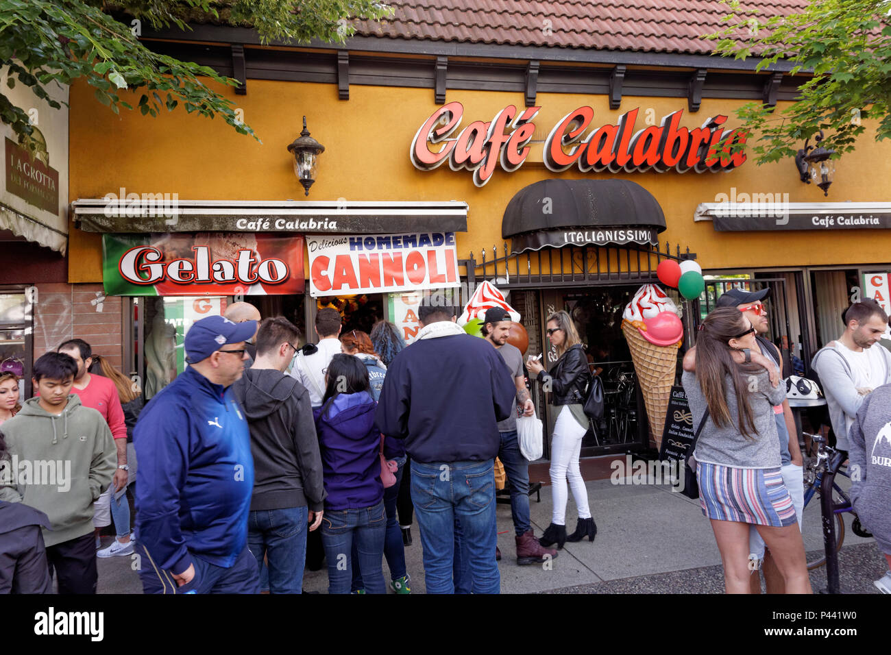 crowds-in-front-of-cafe-calabria-at-ital