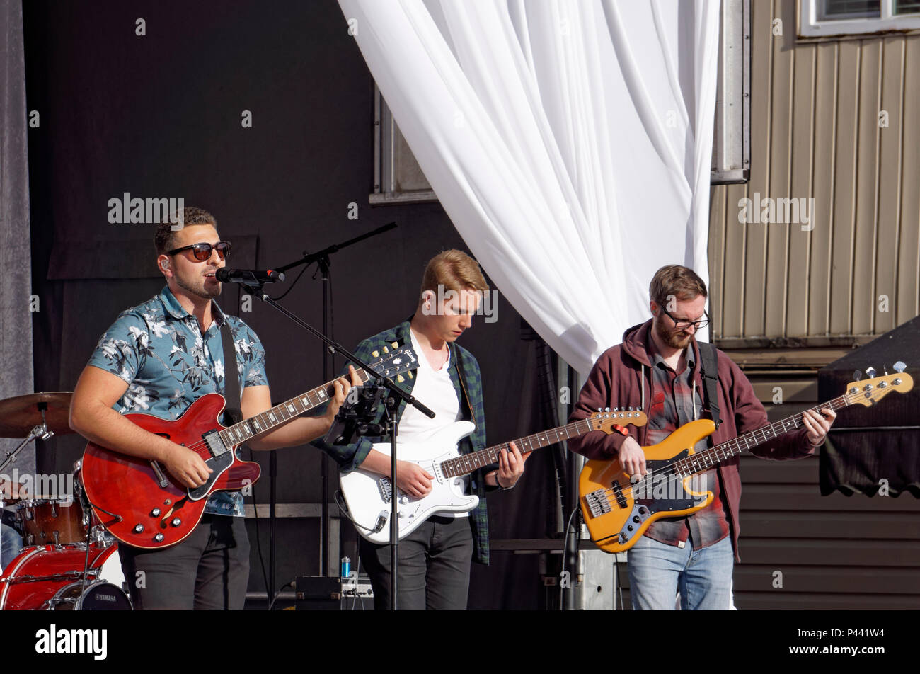antonio-larosa-and-his-rock-band-perform
