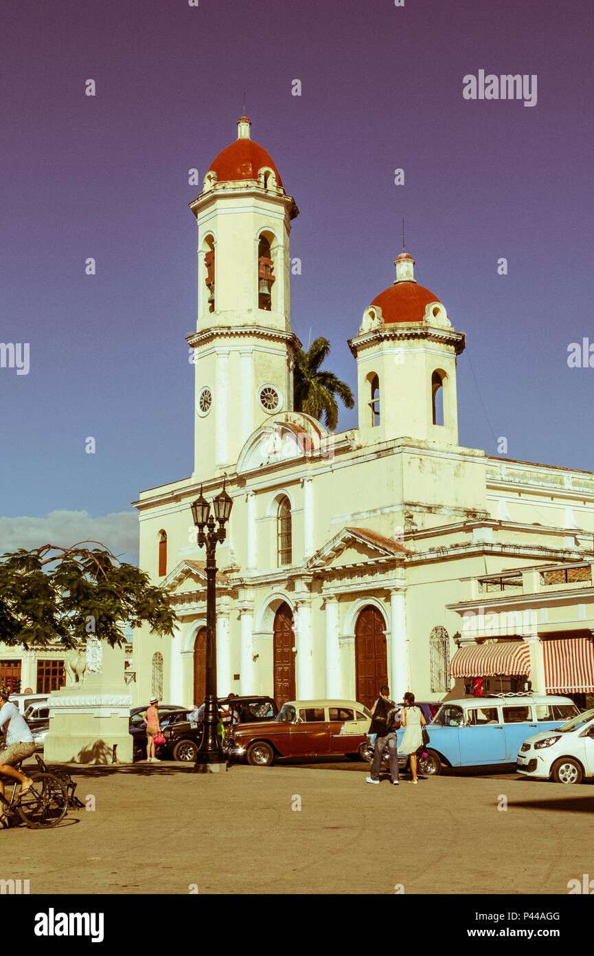CIENFUEGOS, CUBA - JANUARY 3, 2017: Vintage cars in Jose Marti Park, the main square of Cienfuegos, Cuba. Image with vintage and yesteryear effect - Stock Image