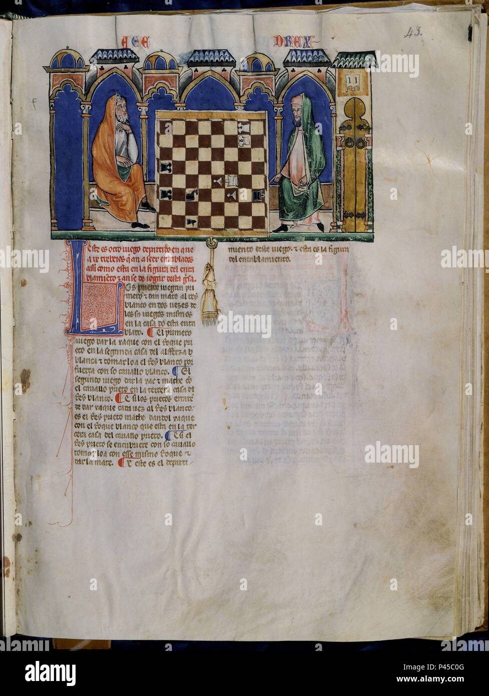 LIBRO DE JUEGOS O LIBRO DEL AJEDREZ DADOS Y TABLAS - 1283 - FOLIO 43R - DOS HOMBRES JUGANDO AL AJEDREZ - MANUSCRITO GOTICO. Author: Alfonso X of Castile the Wise (1221-1284). Location: MONASTERIO-BIBLIOTECA-COLECCION, SAN LORENZO DEL ESCORIAL, MADRID, SPAIN. Stock Photo