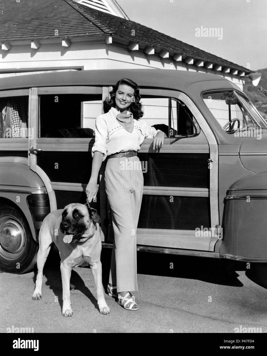 ACTRESS DOROTHY MALONE 8X10 PUBLICITY PHOTO OP-446