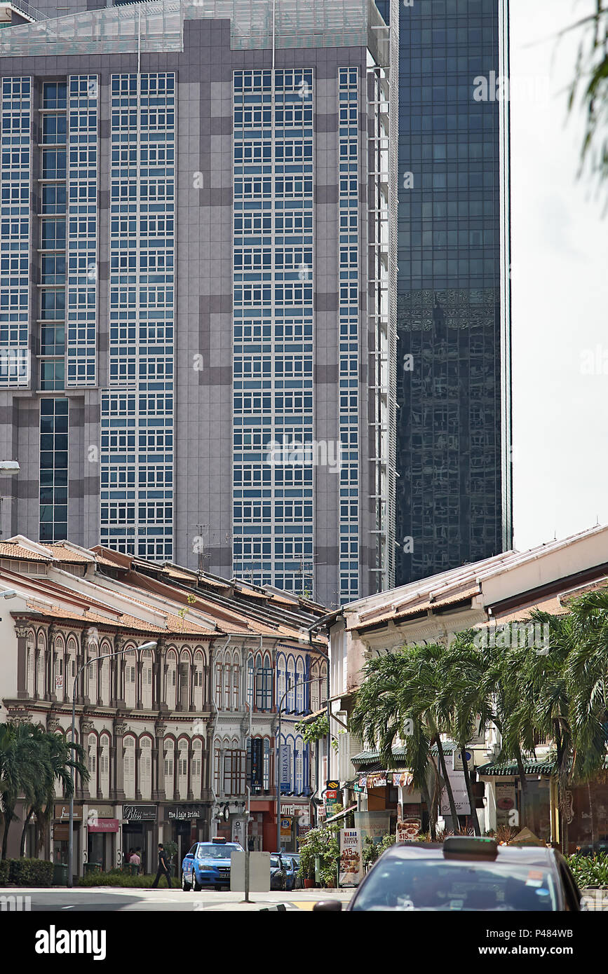 Old traditional shophouses in the foreground with the modern high rise buildings in the background in the Tanjong Pagar area of Singapore - Stock Image