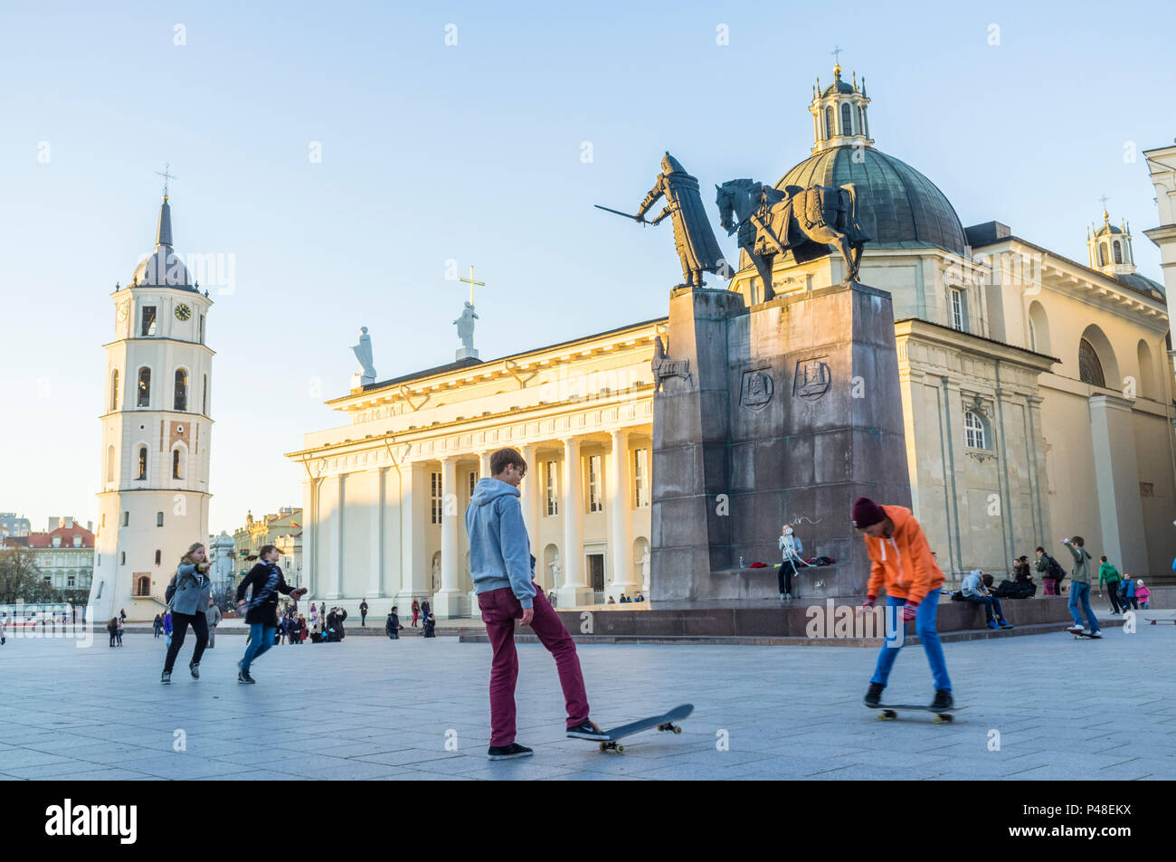 Vilnius, Lithuania : Young skaters by the  equestrian statue of Gediminas at Cathedral Square. - Stock Image