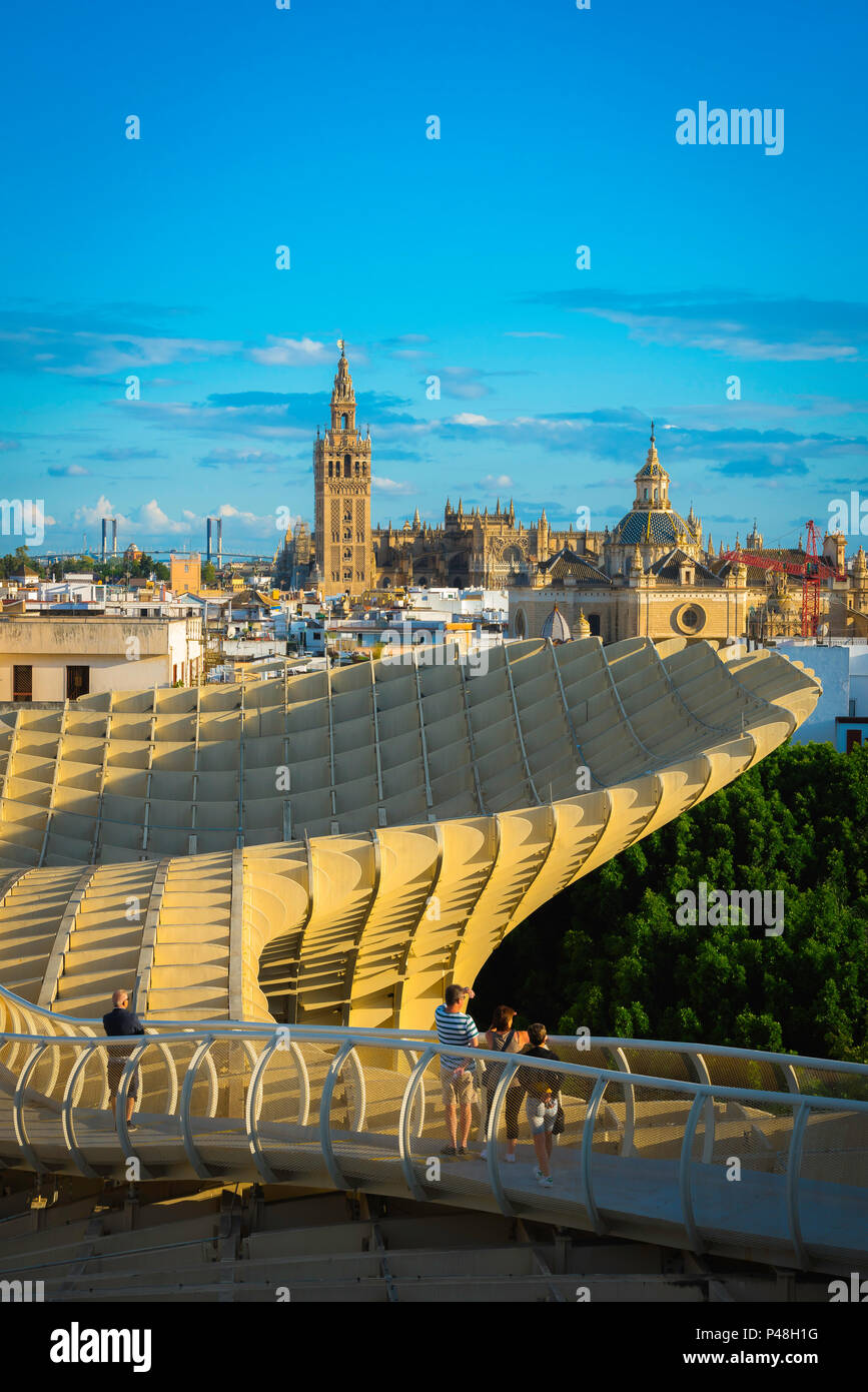 Seville Metropol Parasol, view at sunset from the Las Setas (the Metropol Parasol) walkway towards the old city skyline of Seville, Andalucia, Spain. - Stock Image