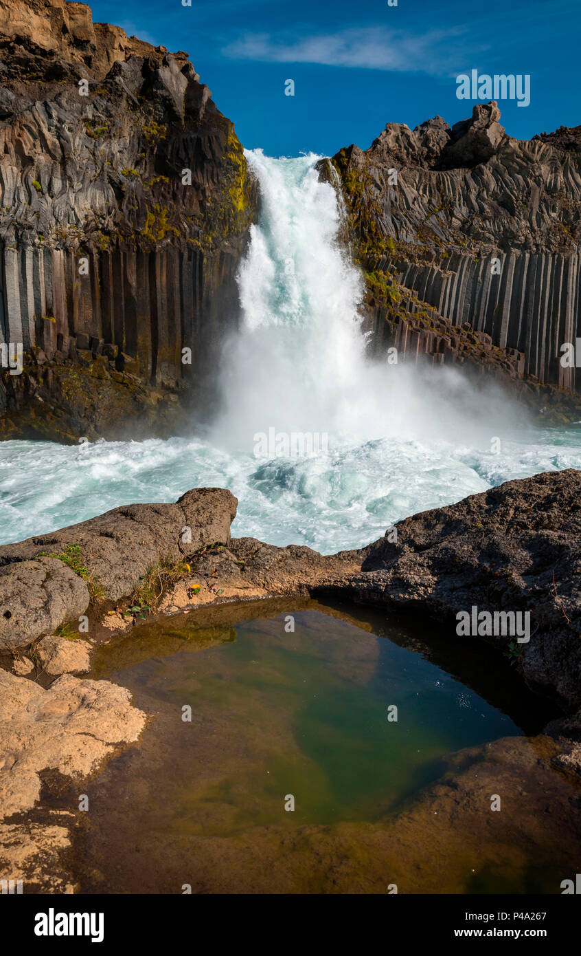 Aldeyjarfoss waterfall surrounded by the basaltic columns, Northern Iceland, Myvatn region, Iceland - Stock Image