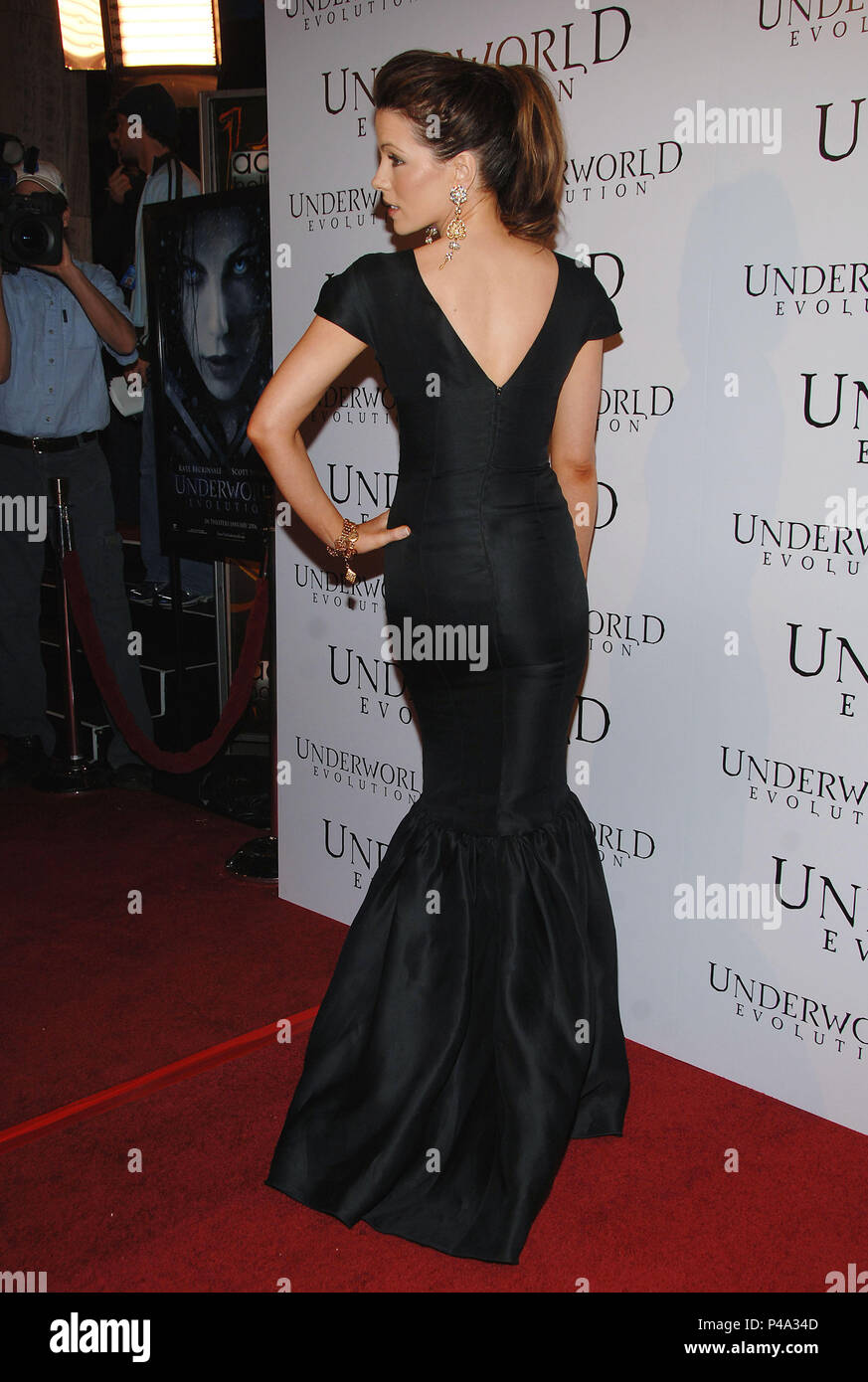 Kate Beckinsale arriving at the UNDERWORLD EVOLUTION Premiere at the Arclight Theatre in Los Angeles. January 11, 2006.03_BeckinsaleKate148 Red Carpet Event, Vertical, USA, Film Industry, Celebrities,  Photography, Bestof, Arts Culture and Entertainment, Topix Celebrities fashion /  Vertical, Best of, Event in Hollywood Life - California,  Red Carpet and backstage, USA, Film Industry, Celebrities,  movie celebrities, TV celebrities, Music celebrities, Photography, Bestof, Arts Culture and Entertainment,  Topix, vertical, one person,, from the year , 2005, inquiry tsuni@Gamma-USA.com Fashion -  - Stock Image
