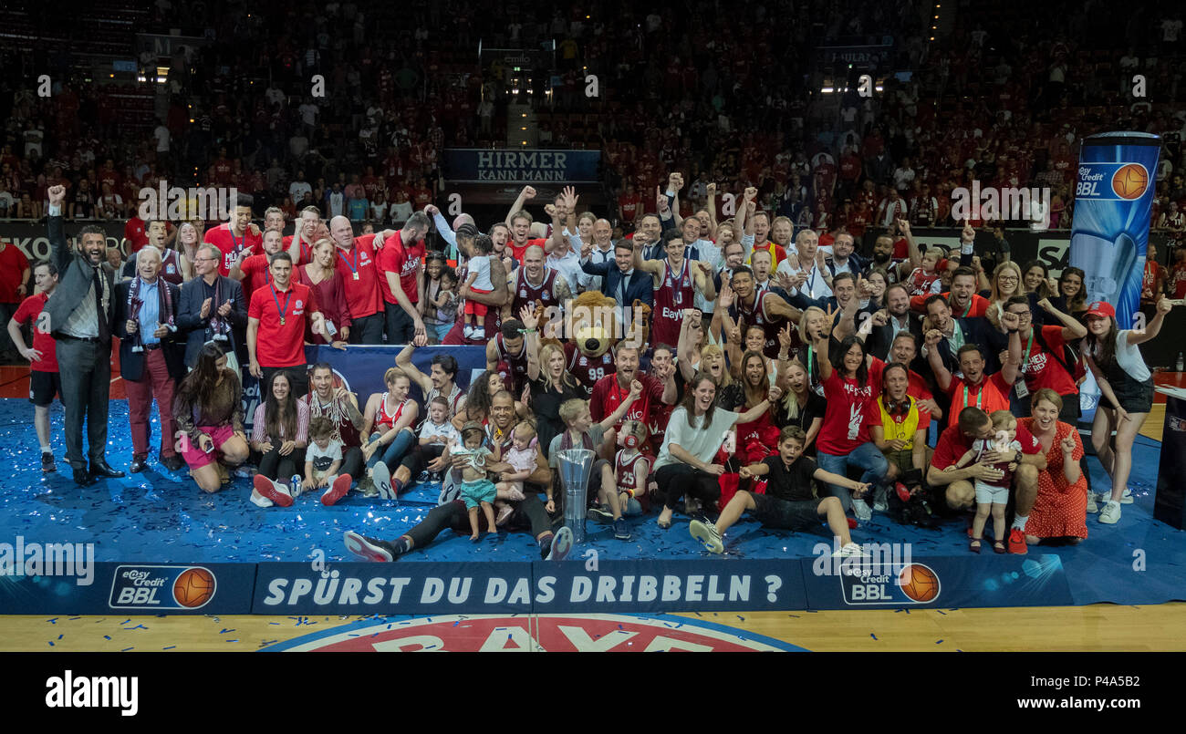 Munich, Deutschland. 16th June, 2018. German champion in basketball and BBL champion FC Bayern Munich Basketball, players, appendages, supervisors and officials. Basketball, Bayern Munich Basketball (FCB) - Alba Berlin (B), Basketball Bundesliga BBL, Final, 5.Spiel, Season 2017/2018, on 16/06/2018 in Muenchen/AUDIDOME/Germany. | usage worldwide Credit: dpa/Alamy Live News - Stock Image