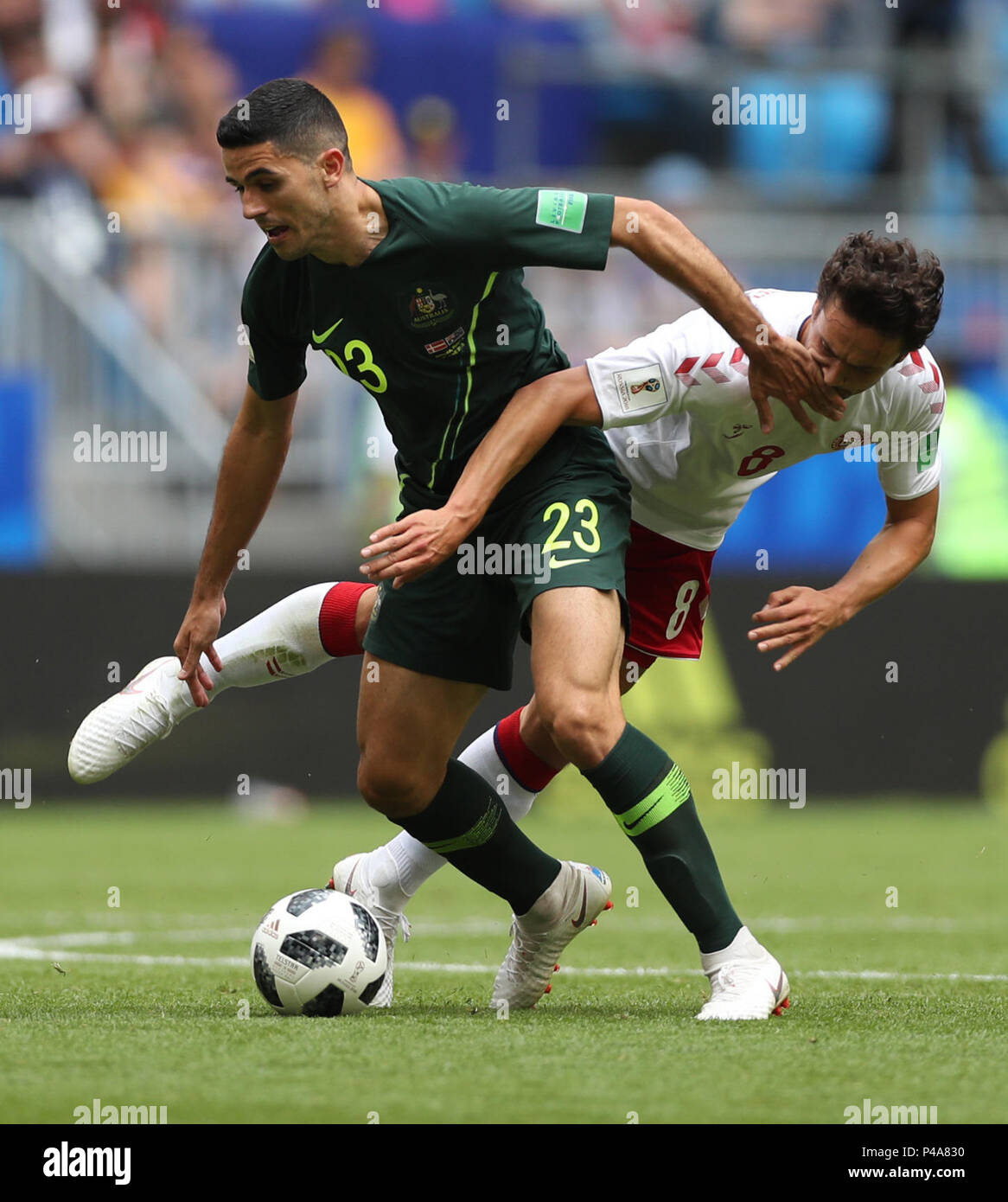 Samara, Russia. 21st June, 2018. Thomas Delaney (R) of Denmark vies with Tom Rogic of Australia during the 2018 FIFA World Cup Group C match between Denmark and Australia in Samara, Russia, June 21, 2018. Credit: Fei Maohua/Xinhua/Alamy Live News - Stock Image