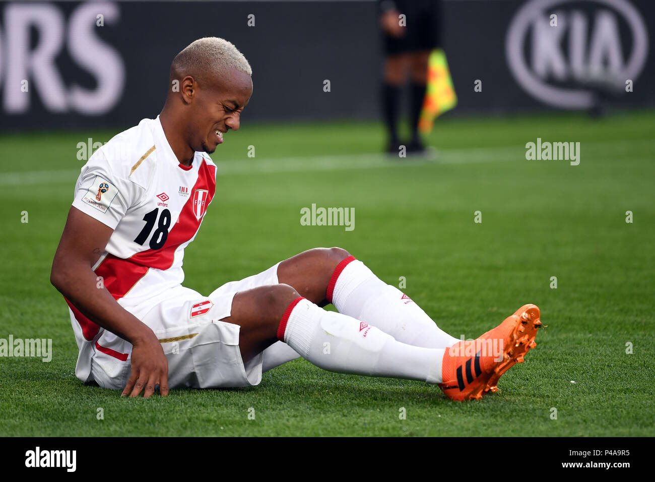 Yekaterinburg, Russia. 21st June, 2018. Soccer World Cup 2018: France vs. Peru : Preliminary round, group C: Second game day at the Yekaterinburg arena. Nabil Fekir aus Frankreich führt den Ball. Credit: Marius Becker/dpa/Alamy Live News Credit: dpa picture alliance/Alamy Live News Credit: dpa picture alliance/Alamy Live News Stock Photo