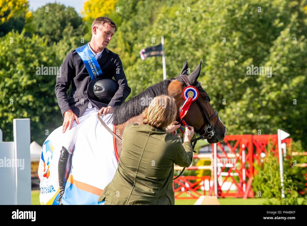 Hickstead, UK. 21st June 2018. Winner. Scott Brash riding Hello Shelby. GBR. The Bunn Lesiure Tankard. CSI4*. The Al Shira'aa Hickstead Derby Meeting. Showjumping. The All England Jumping Course. Hickstead. West Sussex. UK. Day 2. 21/06/2018. Credit: Sport In Pictures/Alamy Live News - Stock Image
