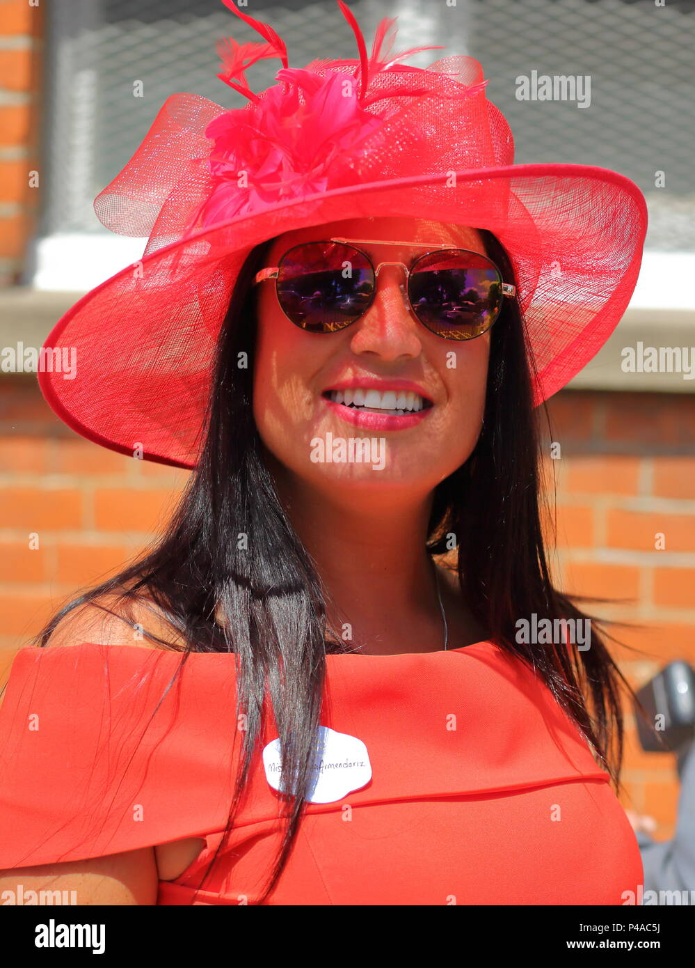 Ascot, UK. 21st June 2018. Ladies put on a glamourous display at this year's races as they arrive for a good day out. Credit: Uwe Deffner/Alamy Live News - Stock Image