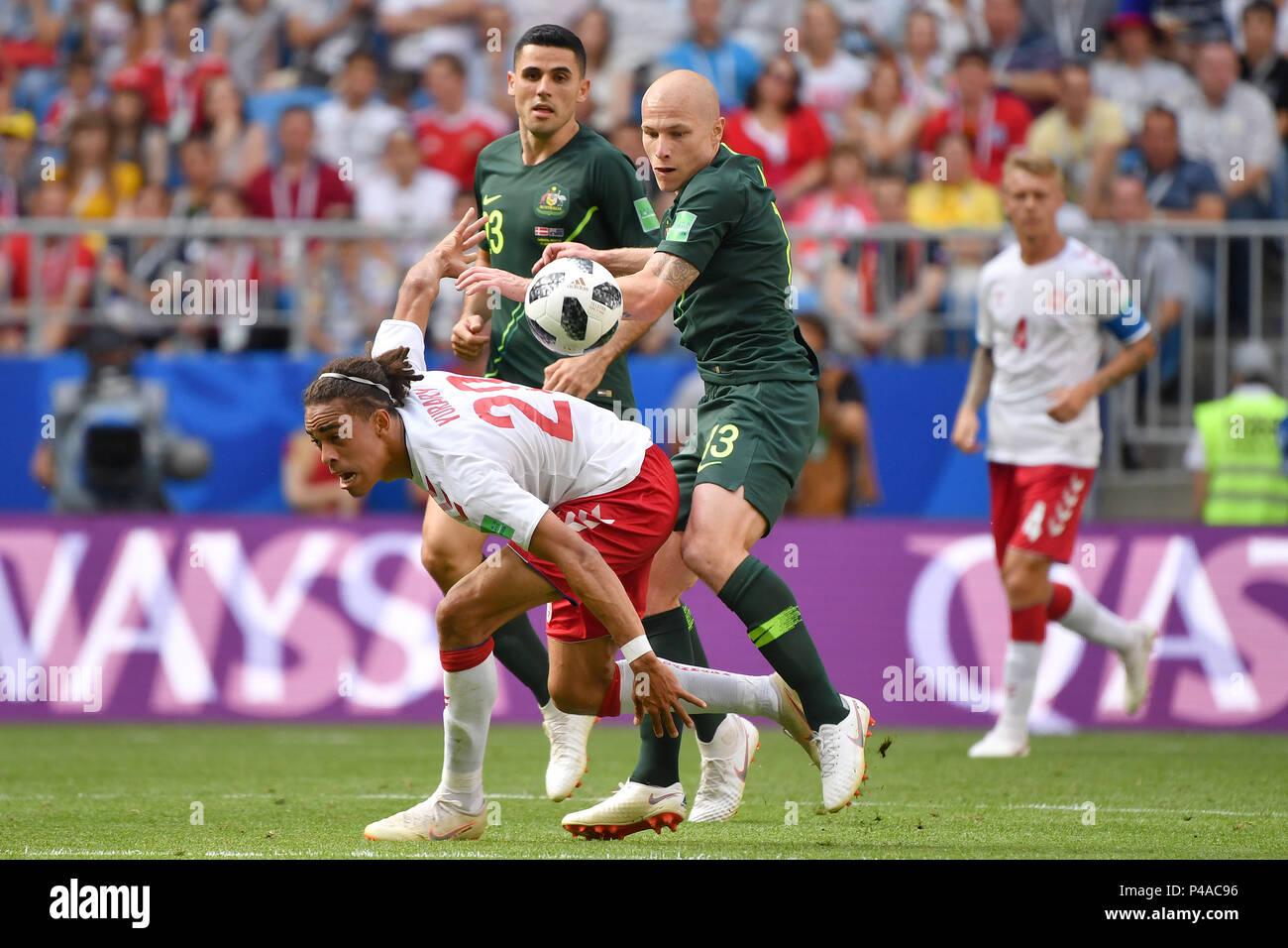 Yussuf Yurary POULSEN (DEN), Action, duels versus Aaron MOOY (AUS). Hi: Tom ROGIC (OFF). Denmark (DEN) - Australia (AUS) 1-1, Preliminary Round, Group C, Match 22, on 21.06.2018 in Samara, Samara Arena. Football World Cup 2018 in Russia from 14.06. - 15.07.2018. | usage worldwide - Stock Image