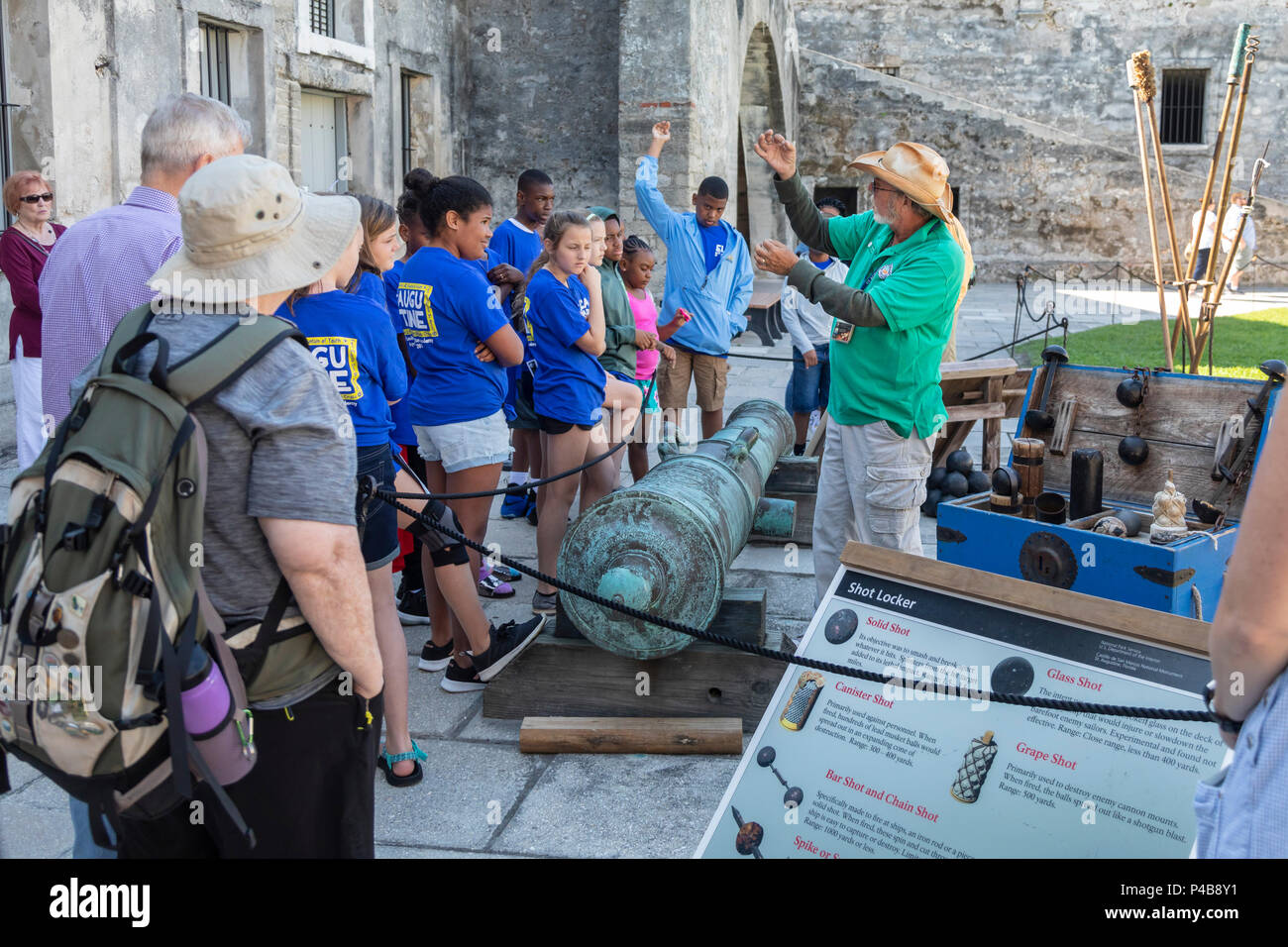 St. Augustine, Florida - A guide talks to students about the weapons used at Castillo de San Marcos. The Spanish built the fort, now a National Monume - Stock Image