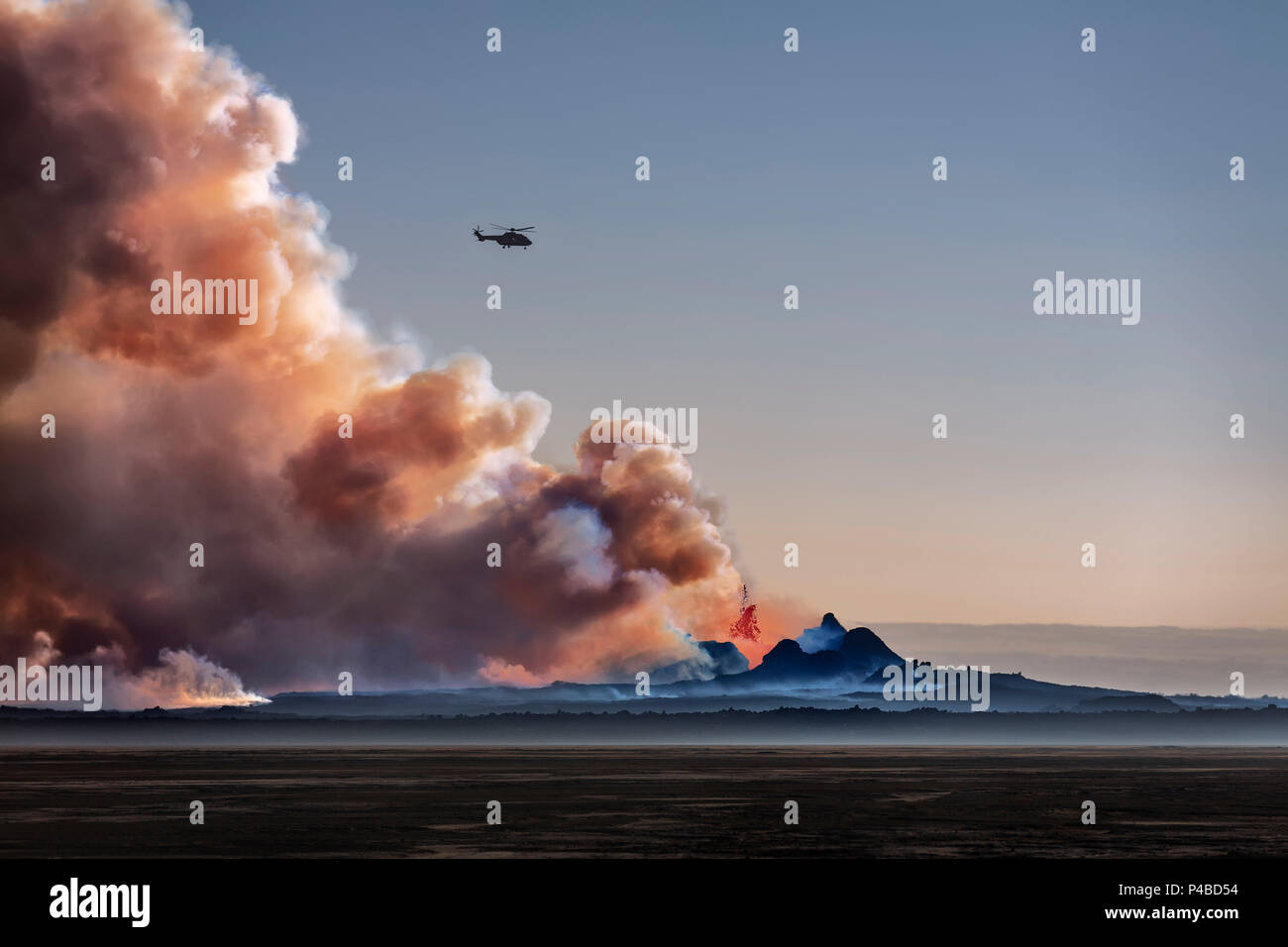 Helicopter flying over the volcano eruption at the Holuhruan Fissure, Bardarbunga Volcano, Iceland. August 29, 2014 a fissure eruption started in Holuhraun at the northern end of a magma intrusion, which had moved progressively north, from the Bardarbunga volcano, picture Date: Sept 20, 2014 - Stock Image