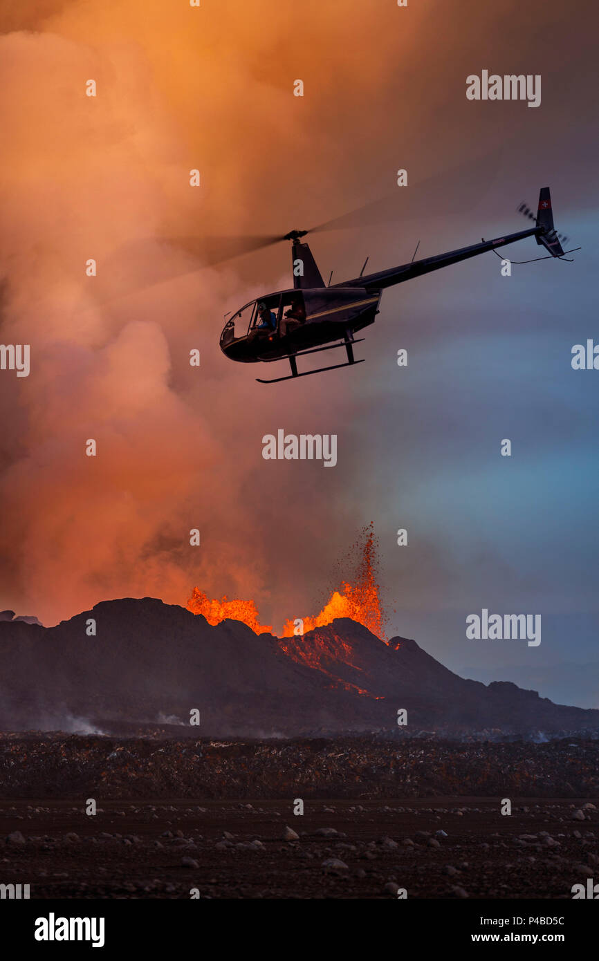 Helicopter flying over the volcano eruption at the Holuhruan Fissure, near the Bardarbunga Volcano, Iceland August 29, 2014 a fissure eruption started in Holuhraun at the northern end of a magma intrusion, which had moved progressively north, from the Bardarbunga volcano. Bardarbunga is a stratovolcano located under Vatnajokull, Iceland's most extensive glacier, picture Date: September 20, 2014 - Stock Image