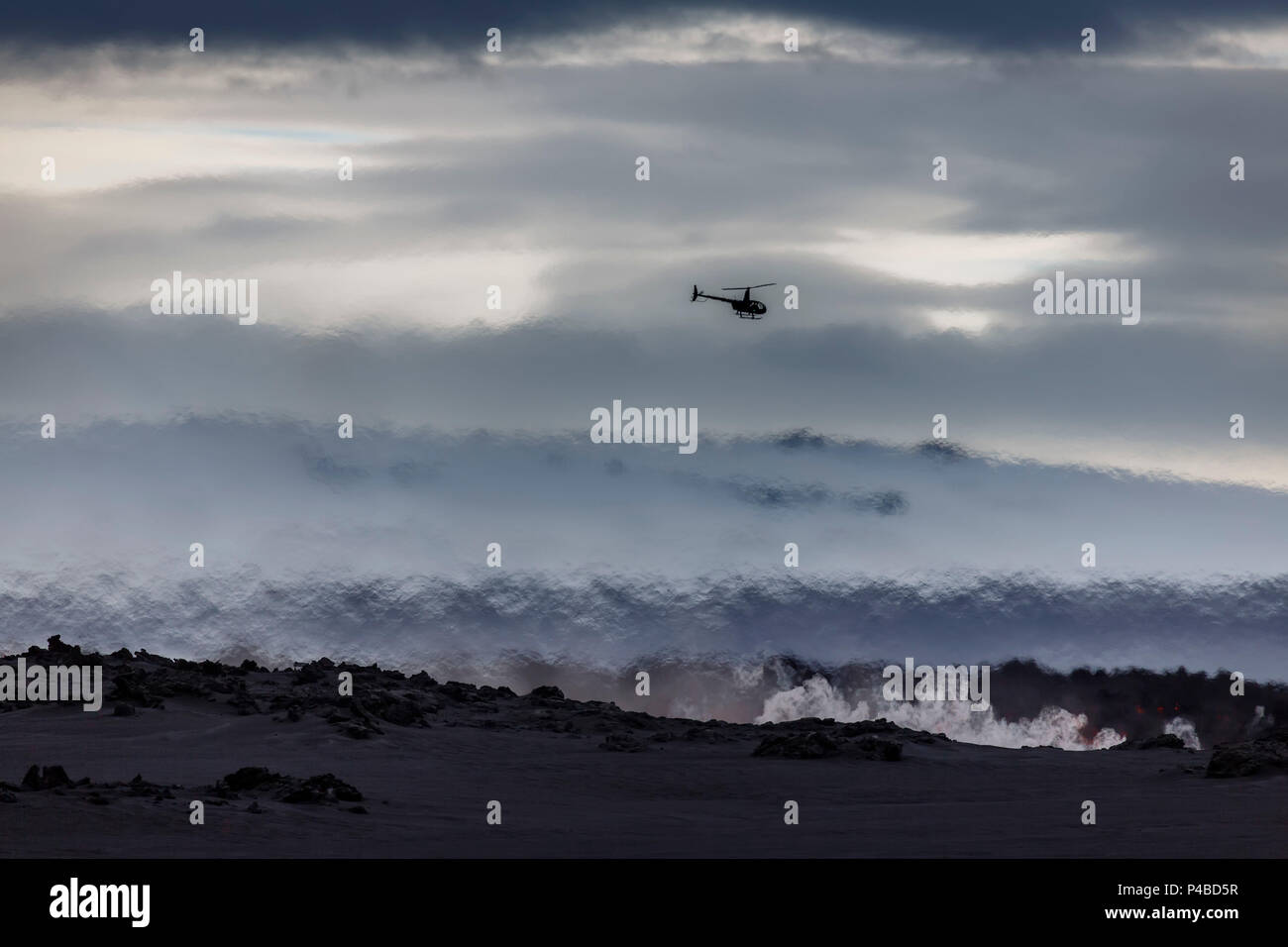 Helicopter flying over the volcano eruption at the Holuhruan Fissure, near the Bardarbunga Volcano, Iceland. August 29, 2014 a fissure eruption started in Holuhraun at the northern end of a magma intrusion, which had moved progressively north, from the Bardarbunga volcano. - Stock Image