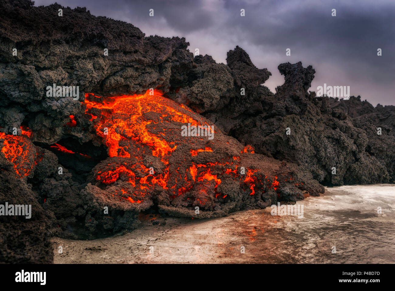 Glowing Lava flowing, Holuhraun Fissure Eruption, Bardarbunga Volcano, Iceland. August 29, 2014 a fissure eruption started in Holuhraun at the northern end of a magma intrusion, which had moved progressively north, from the Bardarbunga volcano. Picture Date: Feb. 2, 2015 - Stock Image