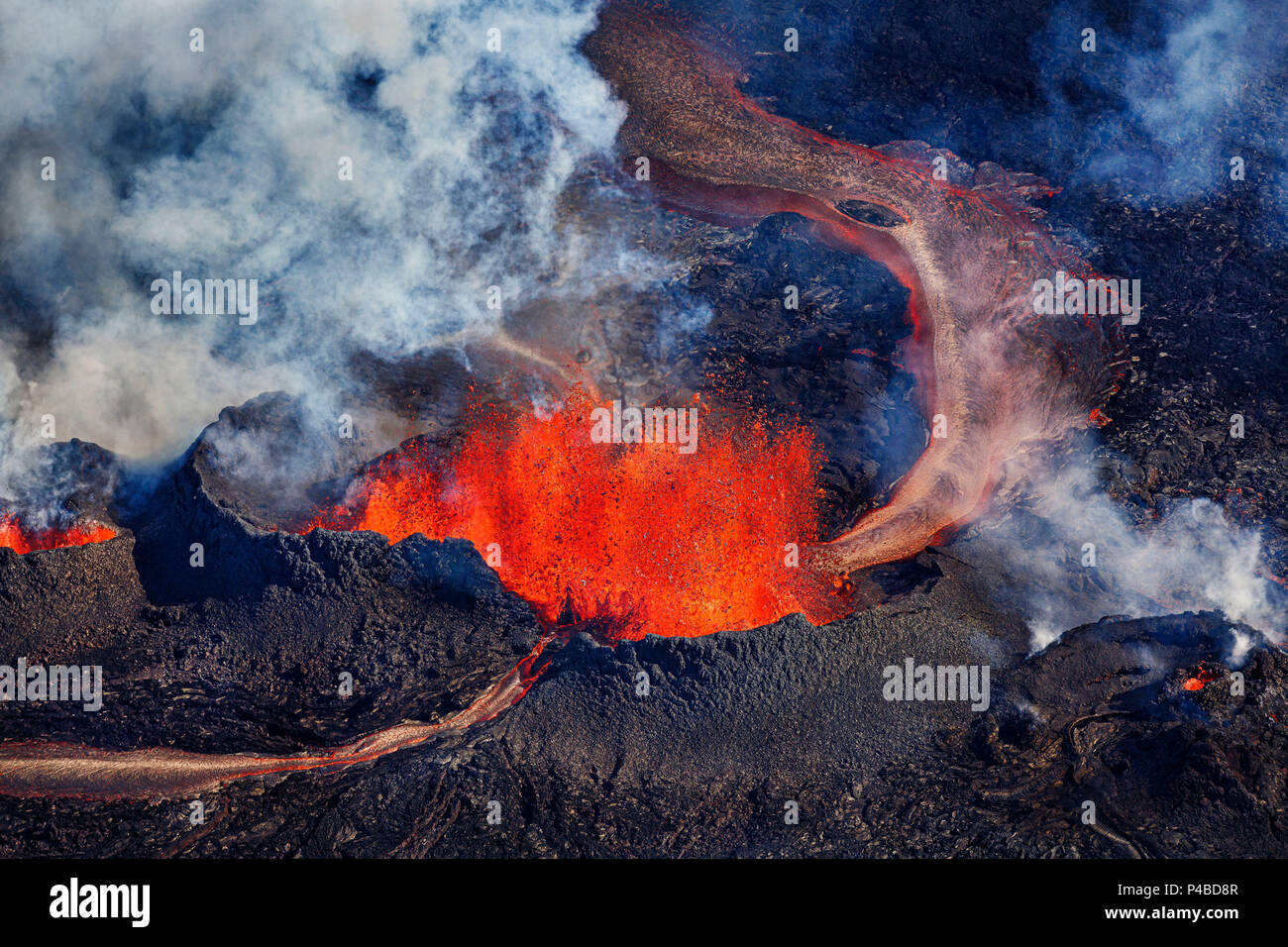 Volcano eruption at the Holuhraun Fissure near Bardarbunga Volcano, Iceland Aerial view of the lava fountains and massive plumes, Holuhraun Fissure, near the Bardarbunga Volcano, Iceland. August 29, 2014, a fissure eruption started in Holuhraun at the northern end of a magma intrusion that had moved progressively north, from the Bardarbunga volcano. Picture date Sept 1, 2014. Bardarbunga is a subglacial stratovolcano located under the Vatnajokull. - Stock Image