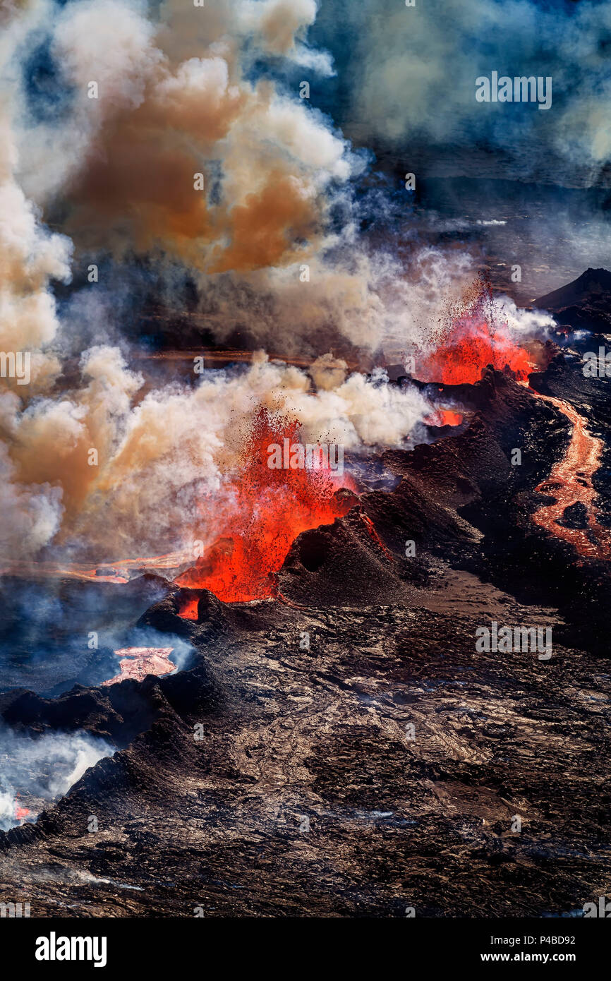 Volcano Eruption at the Holuhraun Fissure near Bardarbunga Volcano, Iceland. Aerial view of lava and plumes. August 29, 2014 a fissure eruption started in Holuhraun at the northern end of a magma intrusion, which had moved progressively north, from the Bardarbunga volcano. Picture Date-Sept. 3, 2014 - Stock Image