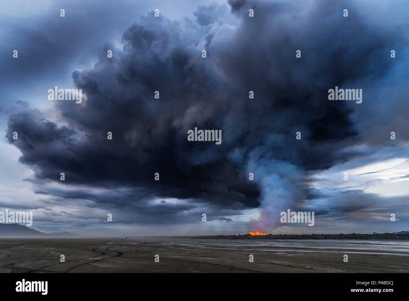 Volcanic Plumes with toxic gases, Holuhraun Fissure Eruption, Iceland. August 29, 2014 a fissure eruption started in Holuhraun at the northern end of a magma intrusion, which had moved progressively north, from the Bardarbunga volcano. Bardarbunga is a stratovolcano located under Vatnajokull, Iceland's most extensive glacier. - Stock Image
