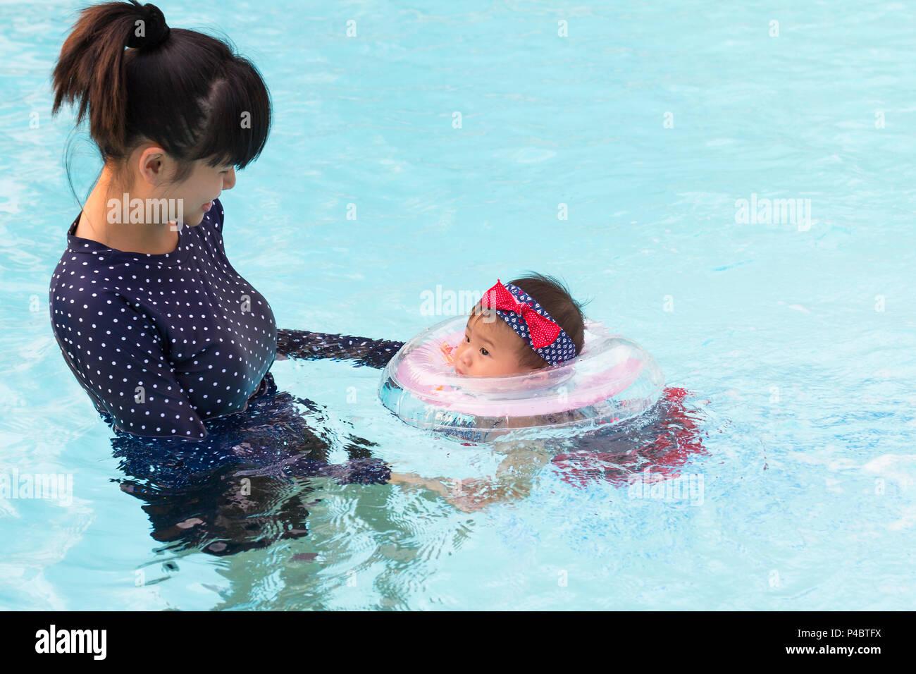 Thai Woman Swimming Pool Stock Photos Thai Woman Swimming Pool Stock Images - Alamy-6354