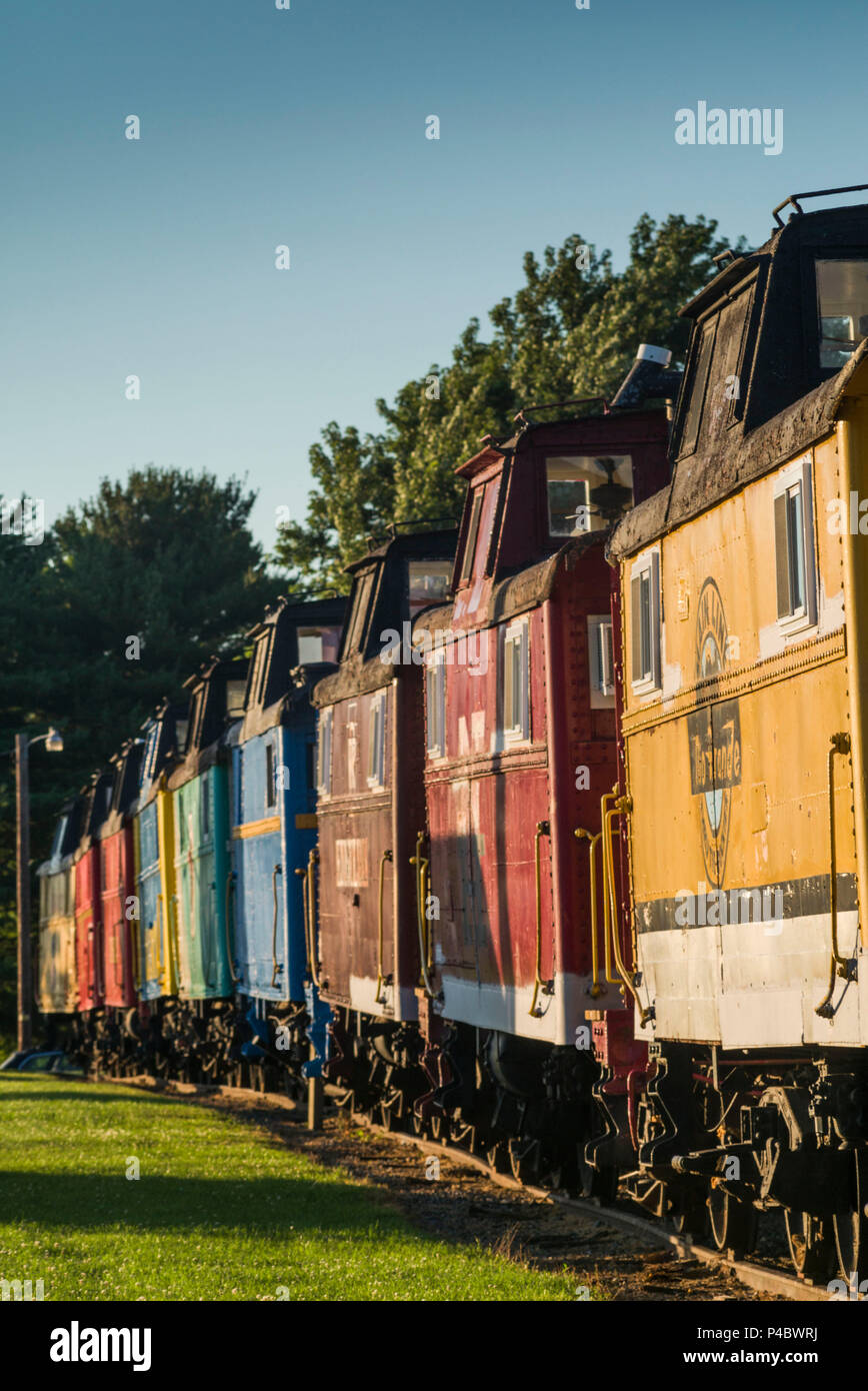 USA, Pennsylvania, Pennsylvania Dutch Country, Ronks, Red Caboose Motel, lodging in old train cabooses - Stock Image
