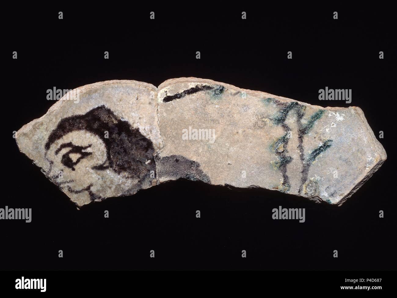 FRAGMENTO CALIFAL EN VERDE Y MANGANESO DECORACION FIGURADA - SIGLO X - PROCEDENTE DE LA  ALCAZABA. Location: ARCHAEOLOGICAL MUSEUM, MALAGA, SPAIN. - Stock Image