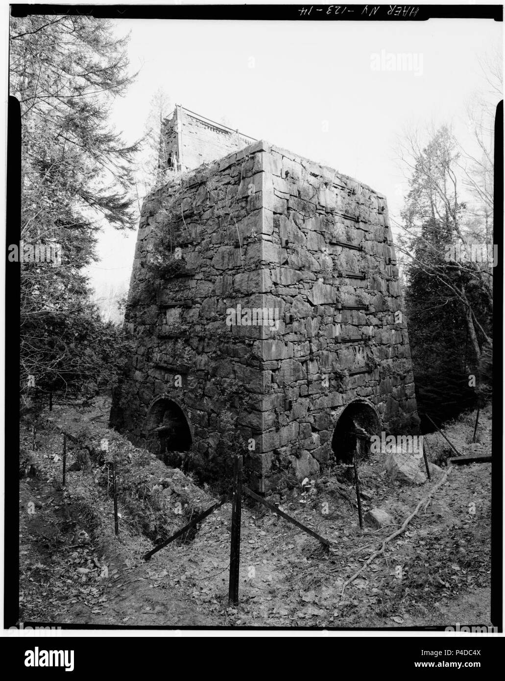 14. Jet Lowe, Photographer, June 1978. MCINTYRE IRON WORKS. VIEW SOUTHEAST OF TOWER. - Adirondack Iron ^ Steel Company, - LOC - hhh.ny0915.photos.116619p. - Stock Image