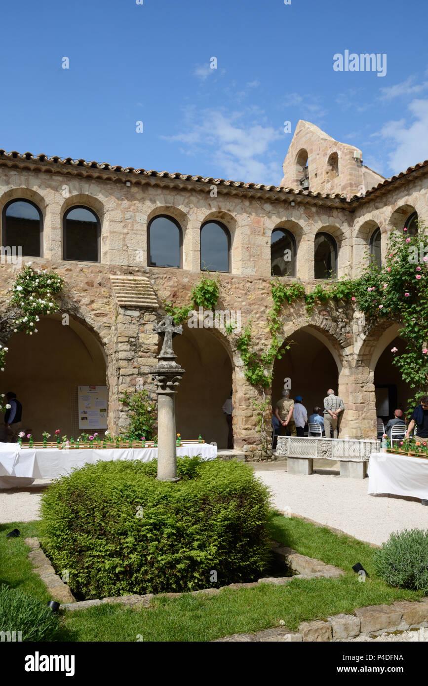 c12th Cloister Sainte Roseline Chateau, Domaine or Wine Estate Les Arcs-sur-Argens Var Provence France - Stock Image