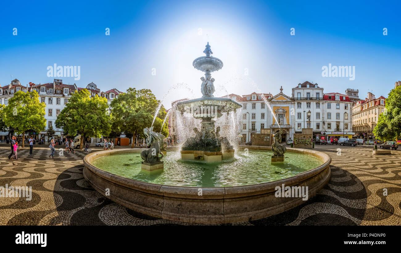 Europa, Portugal, Lissabon,Rossio Square, Platz, Brunnen - Stock Image