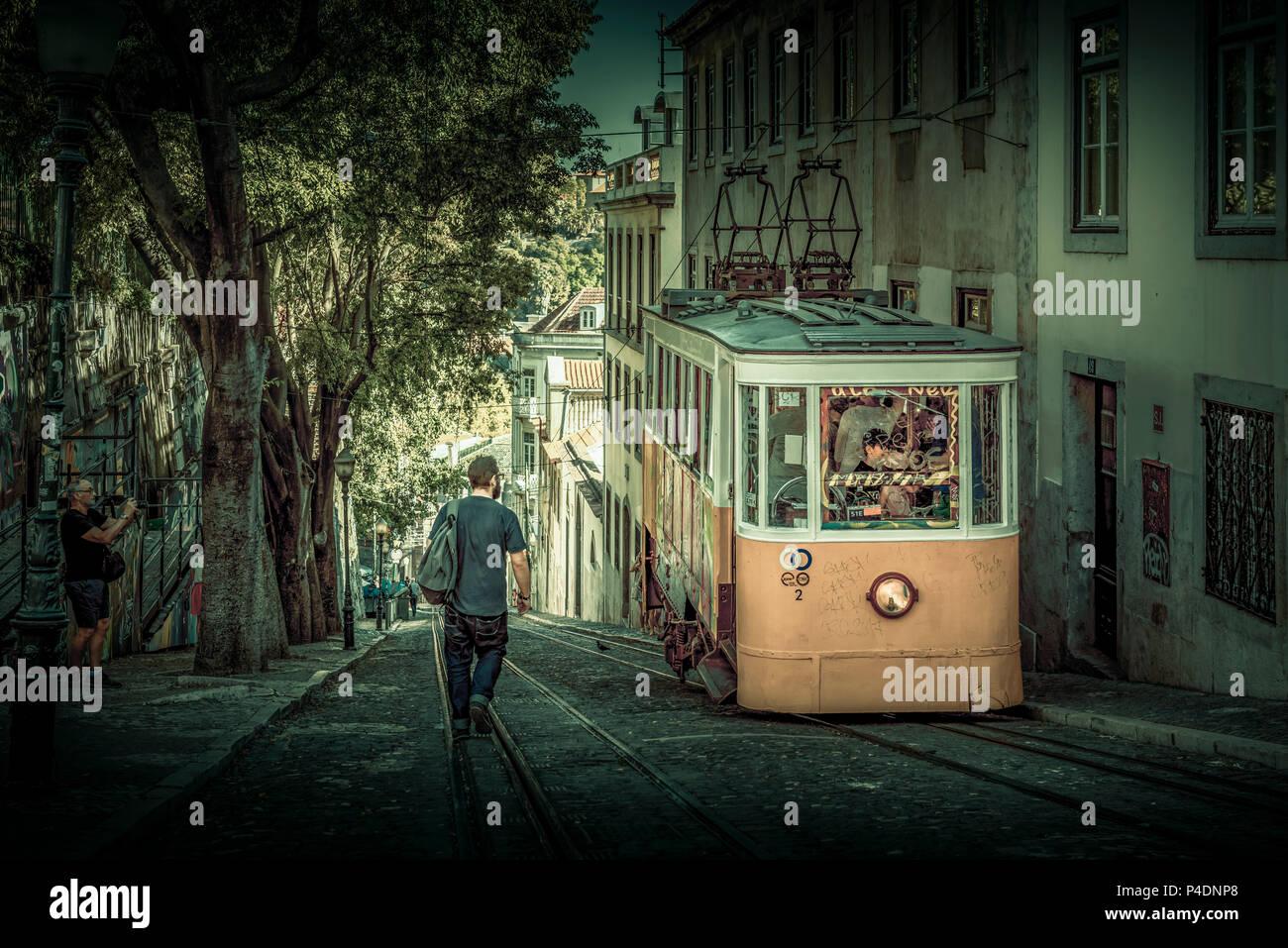 Europa, Portugal, Lissabon, Transport, Tram, Trambahn, Straßenbahn Stock Photo