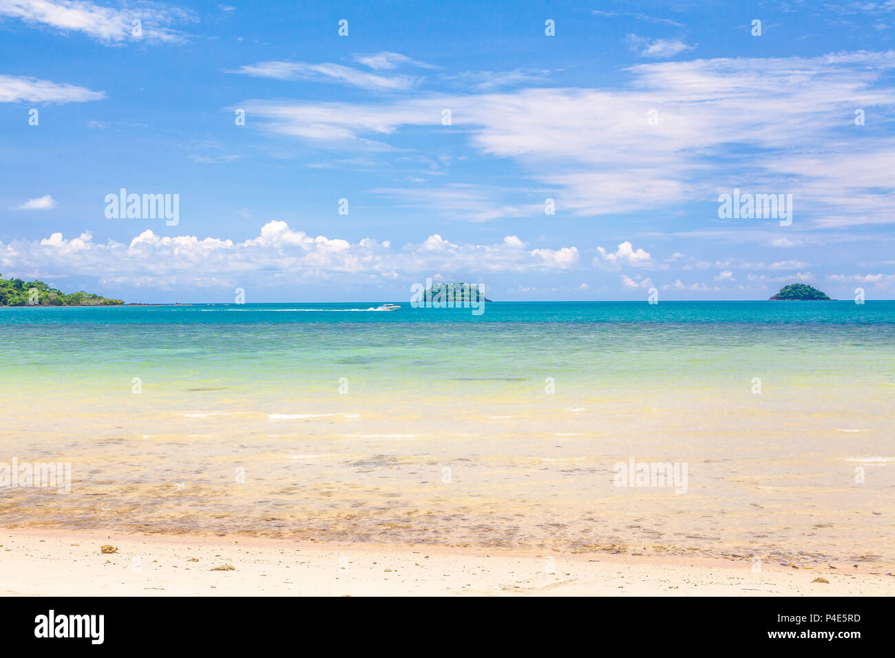 The azure waves of the Andaman Sea. Chang Island. Thailand. - Stock Image