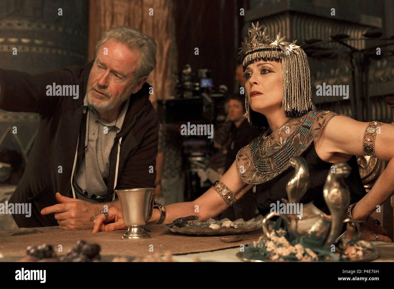 Original Film Title: EXODUS: GODS AND KINGS.  English Title: EXODUS: GODS AND KINGS.  Film Director: RIDLEY SCOTT.  Year: 2014.  Stars: SIGOURNEY WEAVER; RIDLEY SCOTT. Credit: CHERNIN ENTERTAINMENT / Album - Stock Image