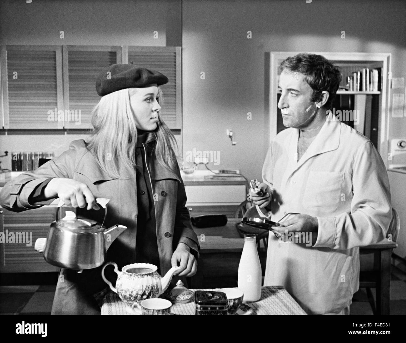 Original Film Title: HOFFMAN.  English Title: HOFFMAN.  Film Director: ALVIN RAKOFF.  Year: 1970.  Stars: SINEAD CUSACK; PETER SELLERS. Credit: ASSOCIATED BRITISH PICTURES / Album - Stock Image