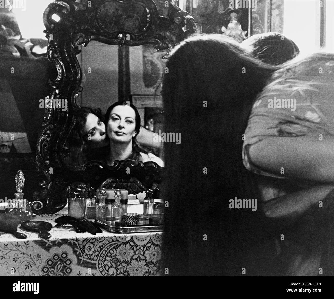 Original Film Title: RITRATTO DI BORGHESIA IN NERO.  English Title: NEST OF VIPERS.  Film Director: TONINO CERVI.  Year: 1978.  Stars: ORNELLA MUTI; CAPUCINE. Credit: MARS FILMS / Album - Stock Image