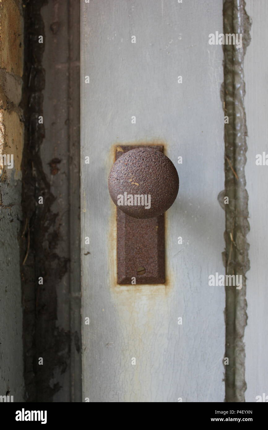 Antique screen door handle. - Antique Screen Door Handle Stock Photo: 209312285 - Alamy