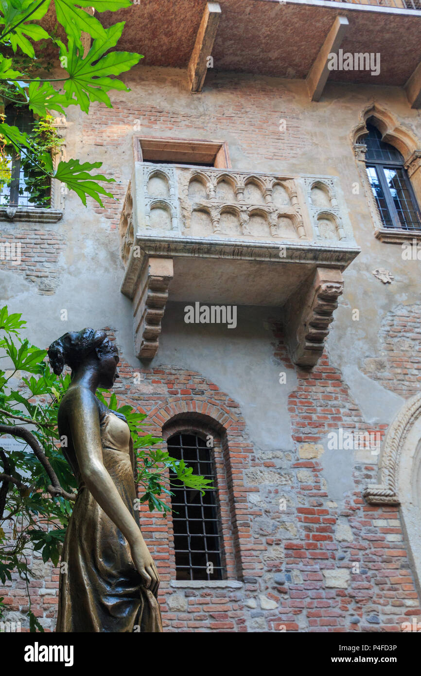 Verona, Italy – May 26, 2017: Statue and balcony at Juliet's house are a major landmark and tourist attraction in Verona, Italy Stock Photo