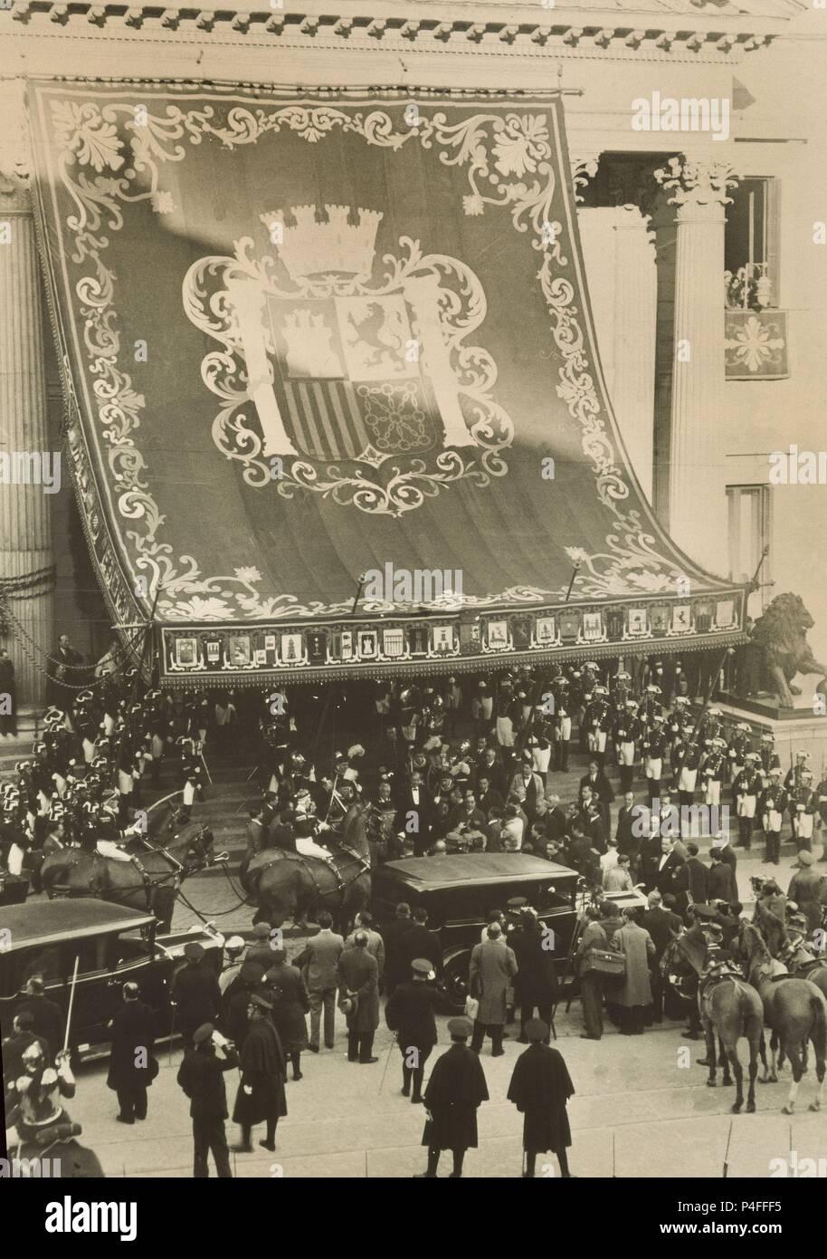 FOTOGRAFIA B/N-ALCALA ZAMORA Y SU GABINETE EN LA ENTRADA AL CONGRESO 1931-Nº INV 23297. Location: MUSEO DE HISTORIA-FOTOGRAFIAS, MADRID. Stock Photo