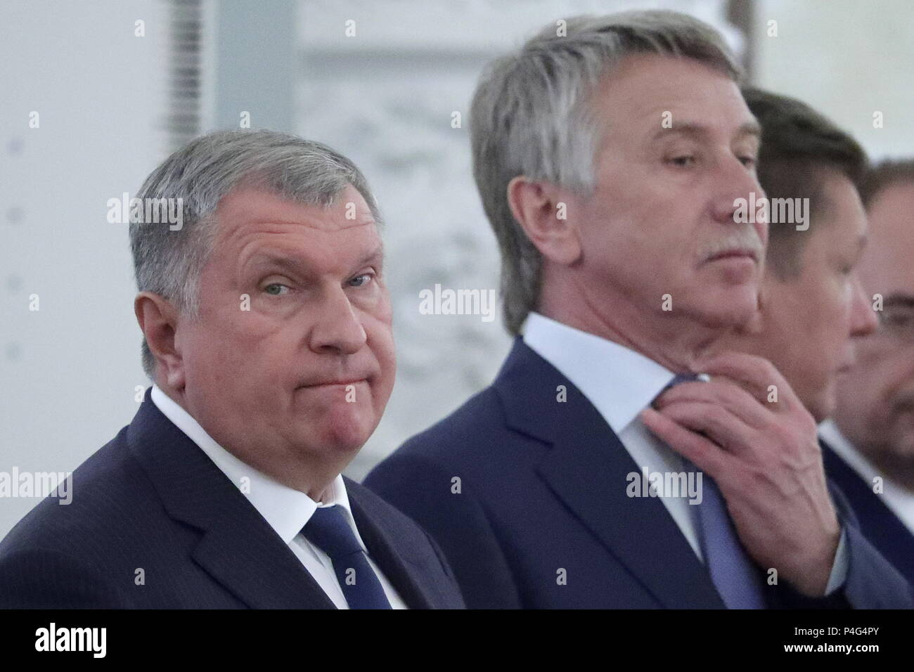 Heads of Rosneft and Gazprom ordered to publish data on their income 12/22/2014 93