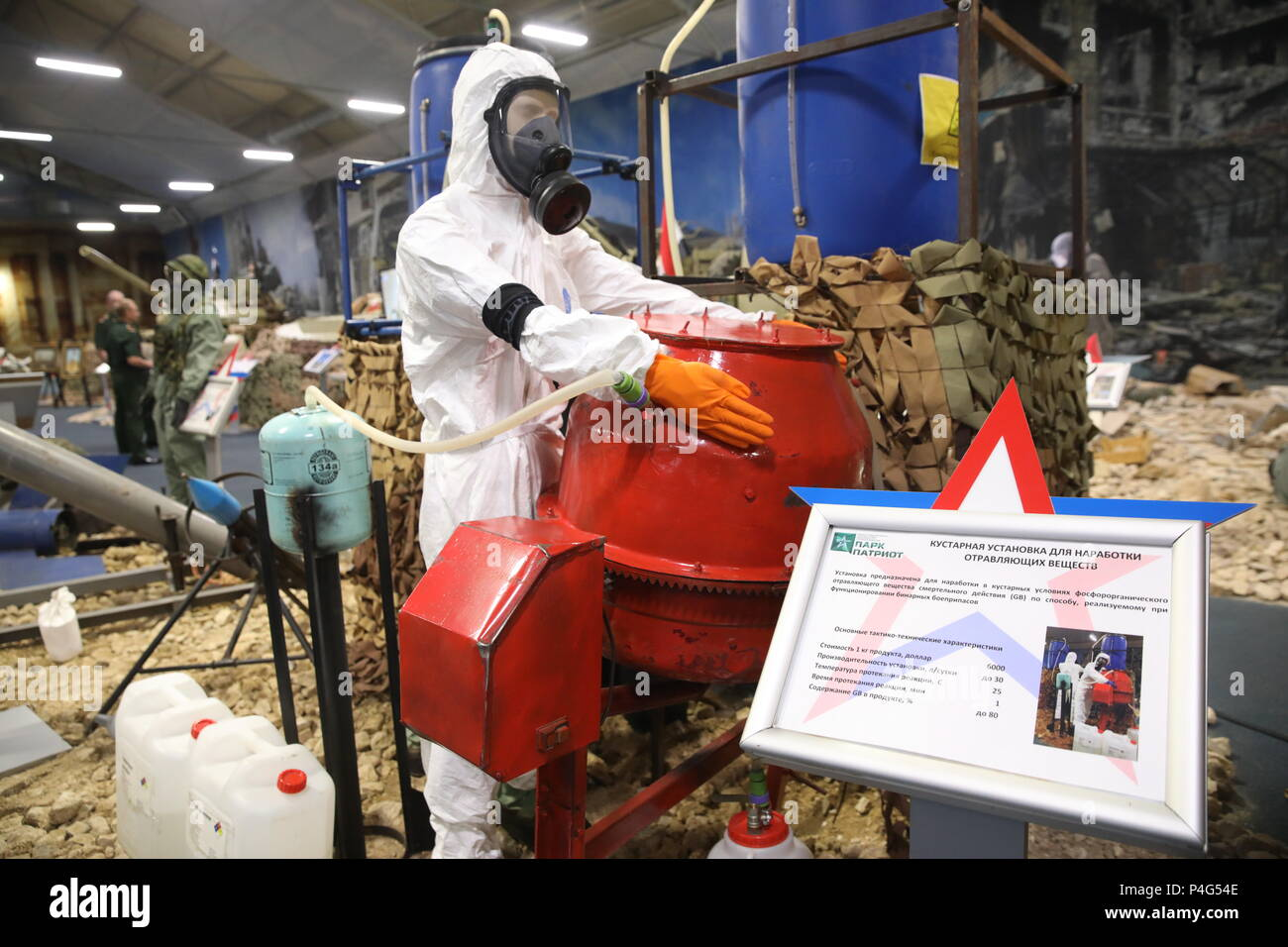 Russia. 22nd June, 2018. MOSCOW REGION, RUSSIA - JUNE 22, 2018: An improvised toxic gas and explosive compounds accumulating facility on display during a joint briefing by the Russian Foreign and Defense Ministries on the issues occurred while investigating use of chemical weapons in Syria, at the Patriot Park. Mikhail Pochuyev/TASS Credit: ITAR-TASS News Agency/Alamy Live News - Stock Image