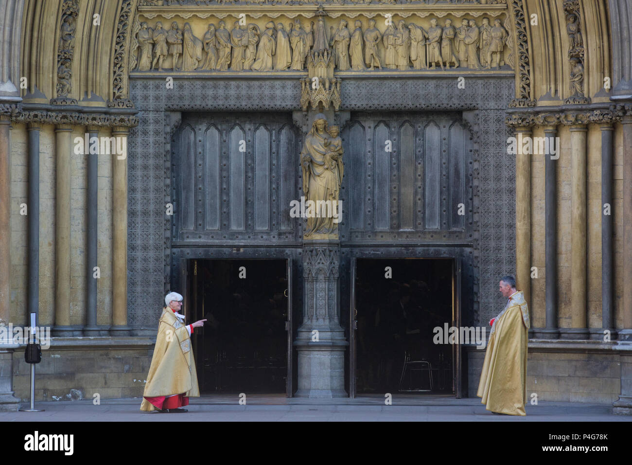 London, UK. 22nd June, 2018. Clergymen stand at the door of Westminster Abbey to greet guests, including families of the Windrush generation, leaving following a thanksgiving service to mark 70 years since the arrival of Caribbean migrants on the Empire Windrush ship to the UK. Credit: Mark Kerrison/Alamy Live News - Stock Image