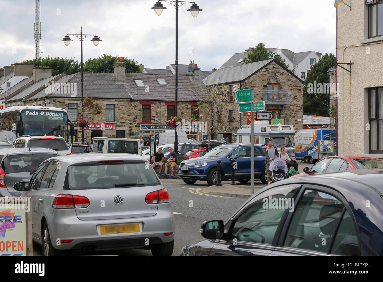 Traffic and people in the centre of a Donegal village - Dunfanaghy is a popular spot for tourists. - Stock Image