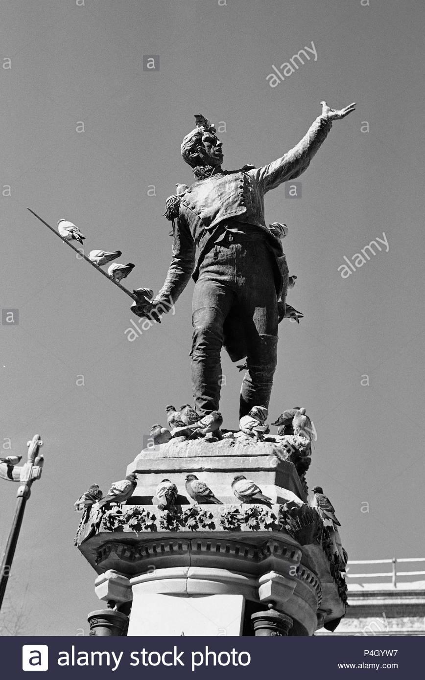MONUMENTO AL TENIENTE RUIZ EN LA PLAZA DEL REY - 1891 - FOTOGRAFIA EN BLANCO Y NEGRO - AÑOS 60. Author: Mariano Benlliure y Gil (1862-1947). Location: PLAZA DEL REY, SPAIN. - Stock Image