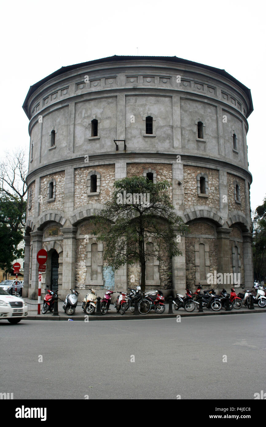 Round building with motorbikes outside, Hanoi, Vietnam - Stock Image