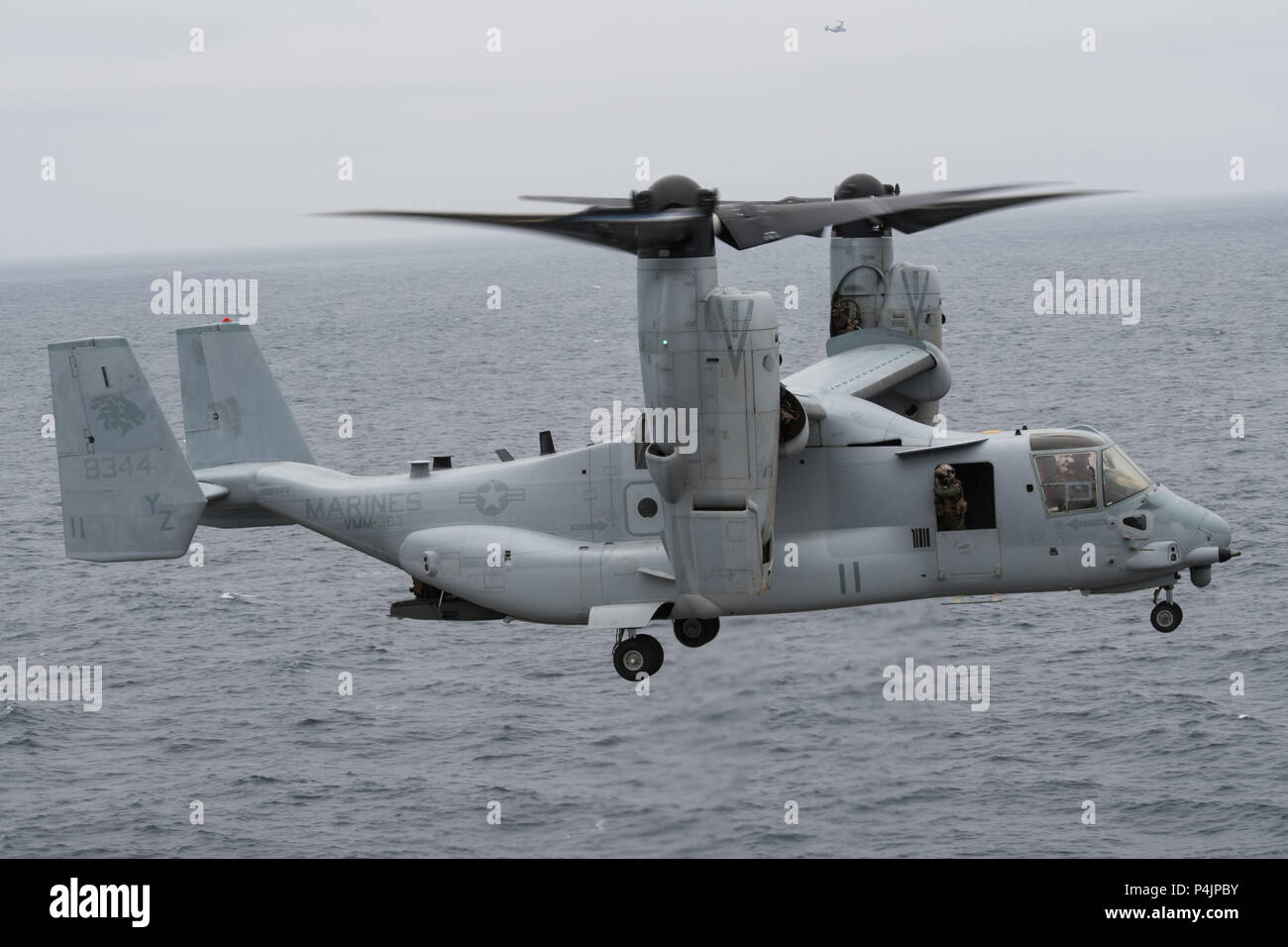 180620-N-UD522-0128 PACIFIC OCEAN (June 20, 2018) An MV-22B Osprey assigned to the Marine Medium Tiltrotor Squadron (VMM) 363,  Third Marine Aircraft Wing (3rd MAW), prepares to land on the flight deck of the Nimitz-class aircraft carrier USS John C. Stennis (CVN 74). John C. Stennis is underway preparing for its next scheduled deployment. (U.S. Navy photo by Mass Communication Specialist 2nd Class David A. Brandenburg/Released) Stock Photo