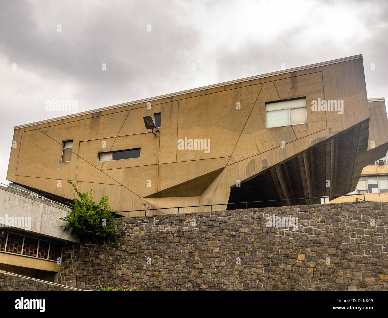 Begrisch Hall designed by Marcel Breuer, Bronx Community Campus, Bronx, New York, USA. - Stock Image