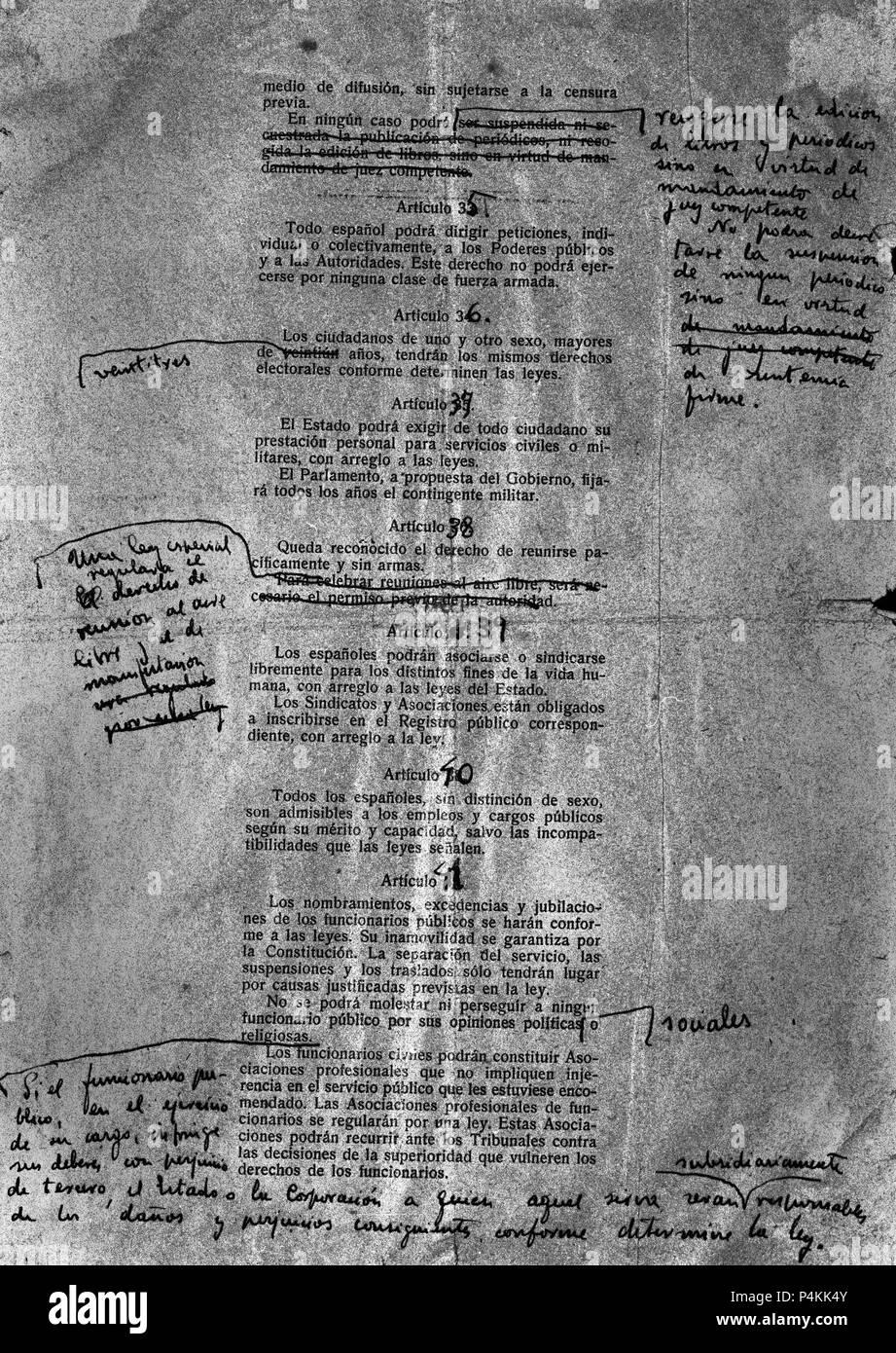 ANOTACIONES A MANO EN UN BORRADOR DE LA CONSTITUCION ESPAÑOLA DE 1978. Location: FUNDACION PABLO IGLESIAS, MADRID, SPAIN. Stock Photo
