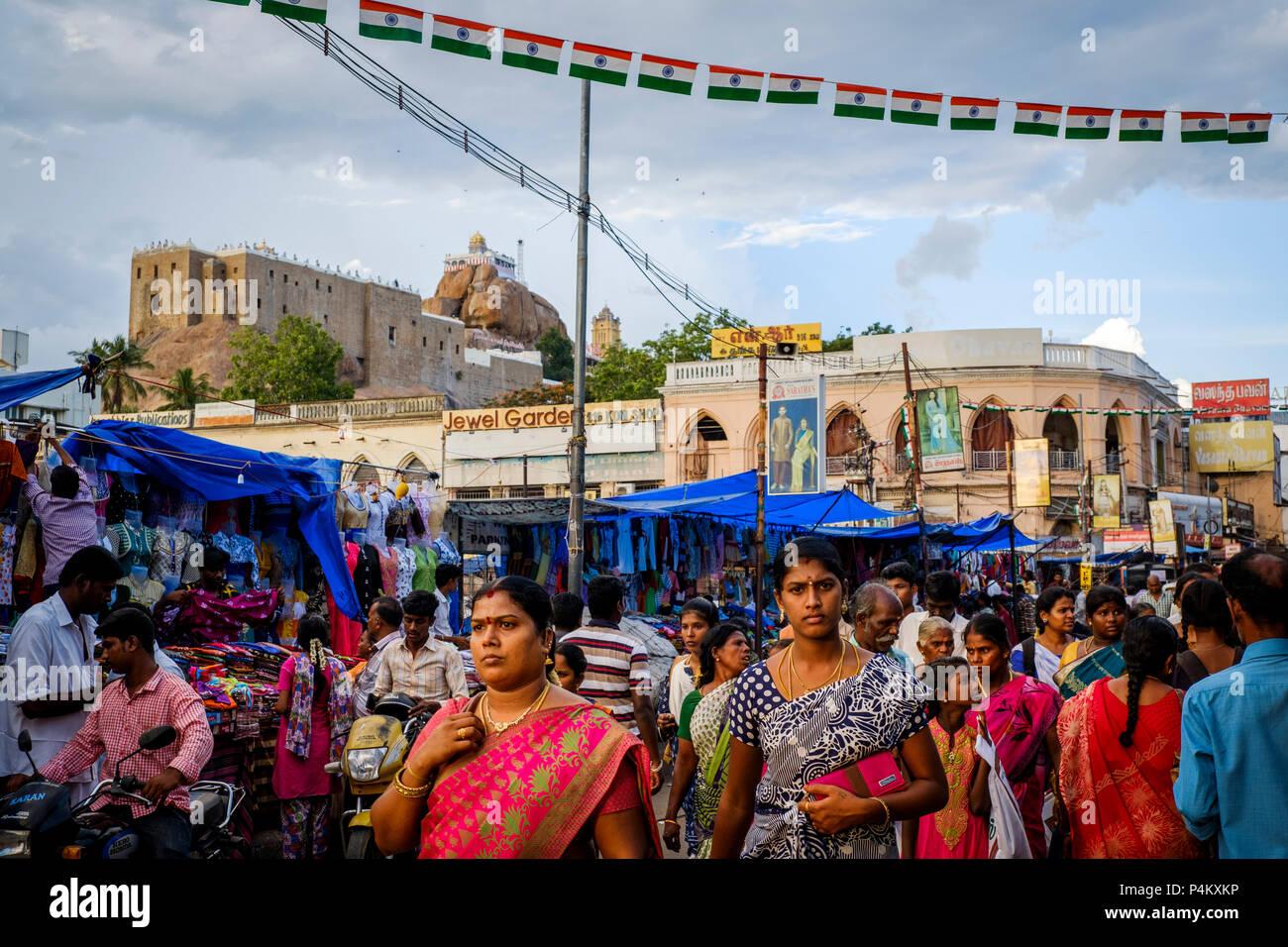 Ucchi Pillayar Temple on RockFort overlooks the street market on Netaji Subhas Chandra Bose Rd, Tiruchirappalli (Trichy), Tamil Nadu, India. - Stock Image